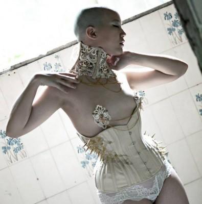 Sparklewren asymmetric corset modelled by KathTea