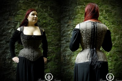 Clarissa overbust with straps by Riwaa Nerona in the Czech Republic.