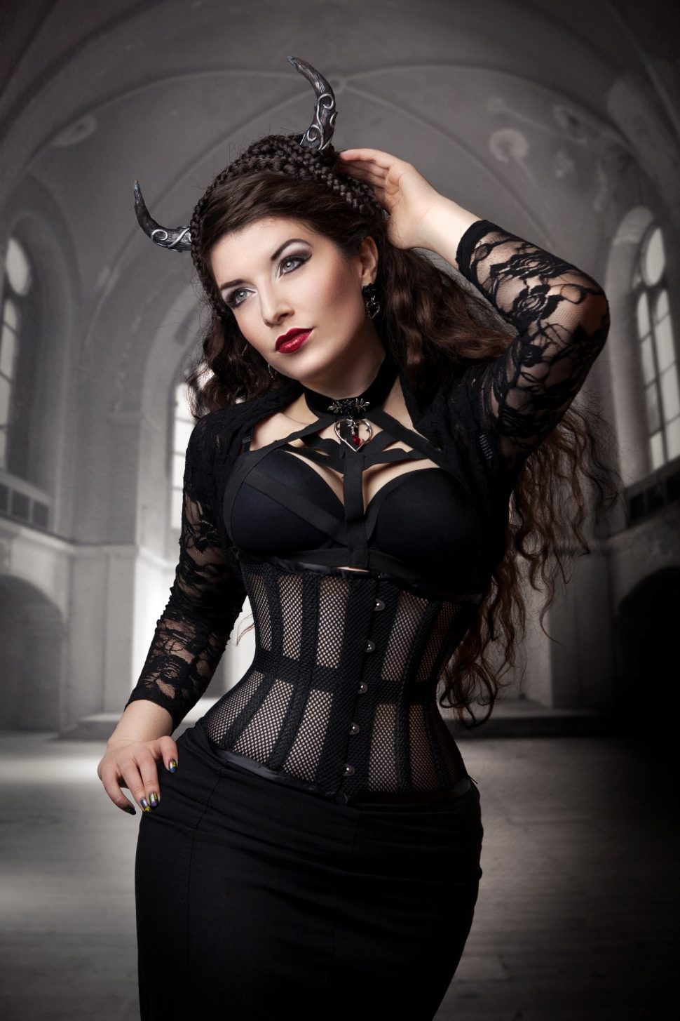 La Esmeralda models the black mesh cincher by True Corset. This corset also comes in red and white.