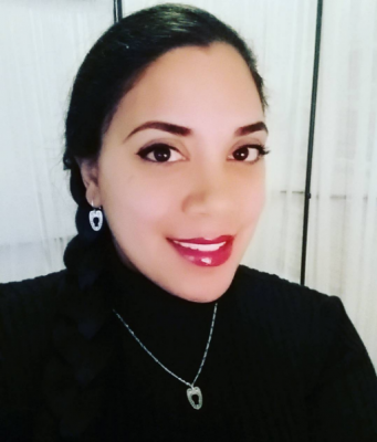 Here I'm wearing the gorgeous engraved busk loop necklace and earring set made by Vanyanis. Click through to learn more about this jewelry!