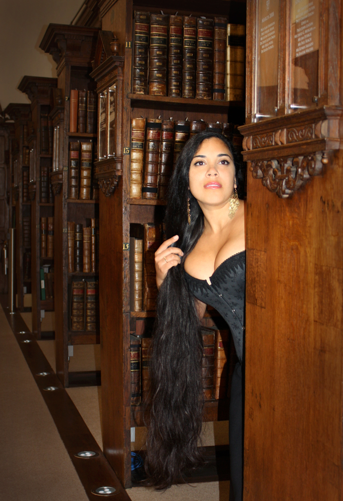 Lucy modeling a black brocade overbust made by Beata of Entre-Nous; photo by Beata Sievi. Click through to read Beata's blog about the Oxford Conference!