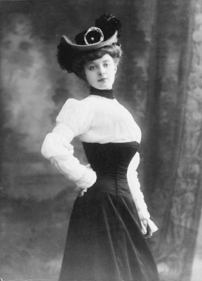 Edwardian high waisted skirt and ruffled blouse, circa 1916.